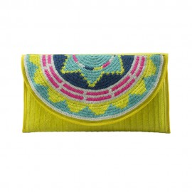 Sobre decorado con tapete Wayuu color amarillo